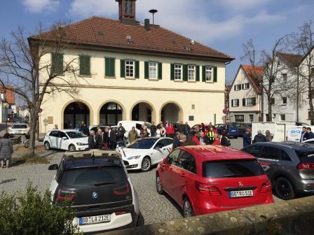 großes Interesse an der Veranstaltung und den ausgestellten Elektroautos